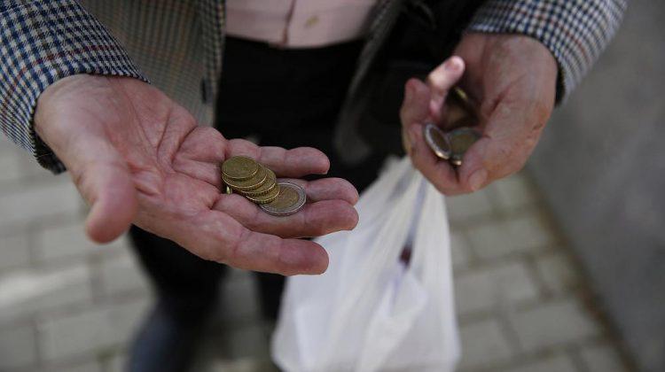 Минтруд: число бедных сократится на 20%
