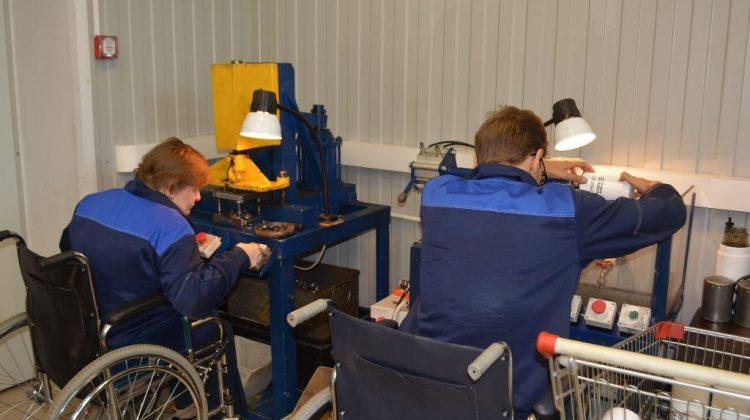 Минтруд увеличит количество рабочих мест для инвалидов