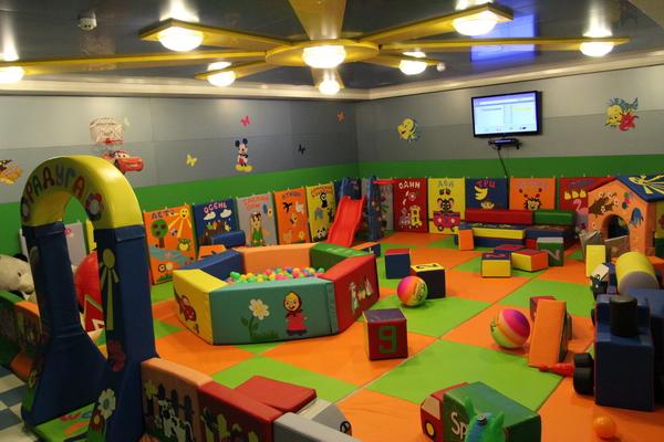 Минтруд планирует внедрить детские комнаты на работе