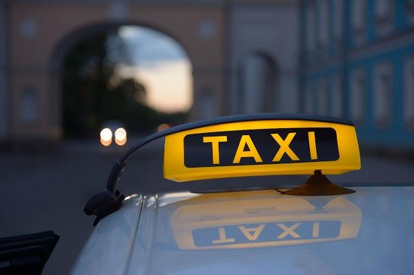 Работу российских таксистов будут контролировать
