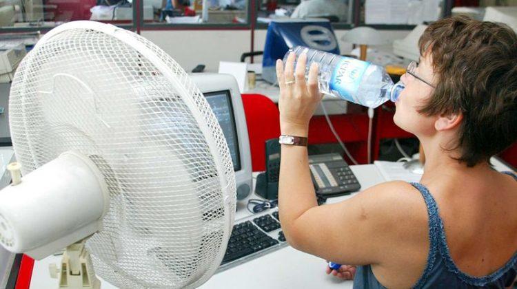 Роструд напомнил о сокращении рабочего дня в жару